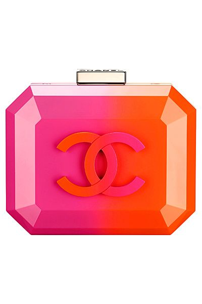 Chanel hard case clucth