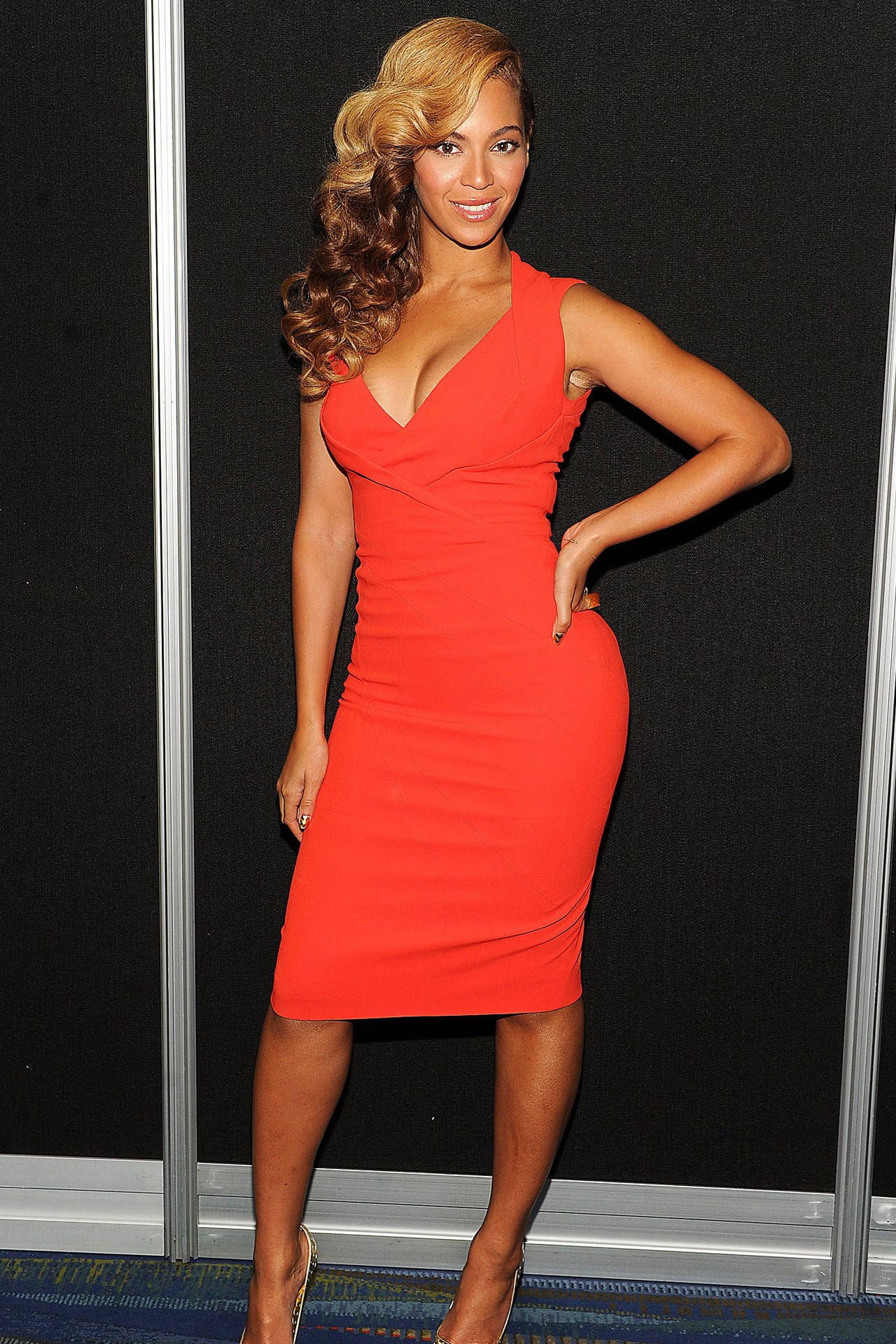 beyonce red dress