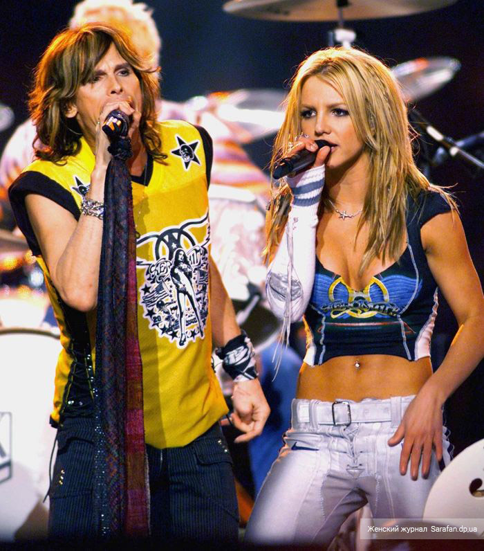Britney Spears and Steven Tyler Superbowl 2001