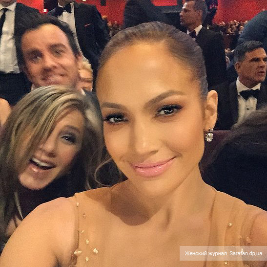 Jennifer Aniston, Justin Theroux, Jennifer Lopez selfie